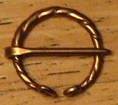 Brooch, Bronze, Open ring, 'twist'