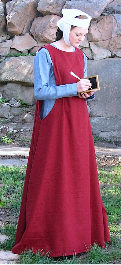 Outfit, Ladies Kirtle & Sideless Surcoat