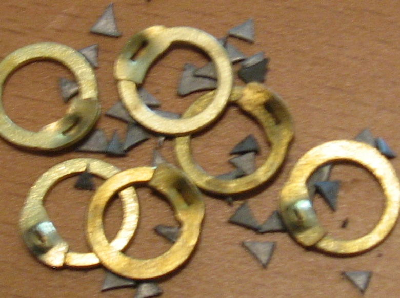 Loose Rings & Rivets, Brass, 1/4lb, wedge-riveted mail, 9mm diam